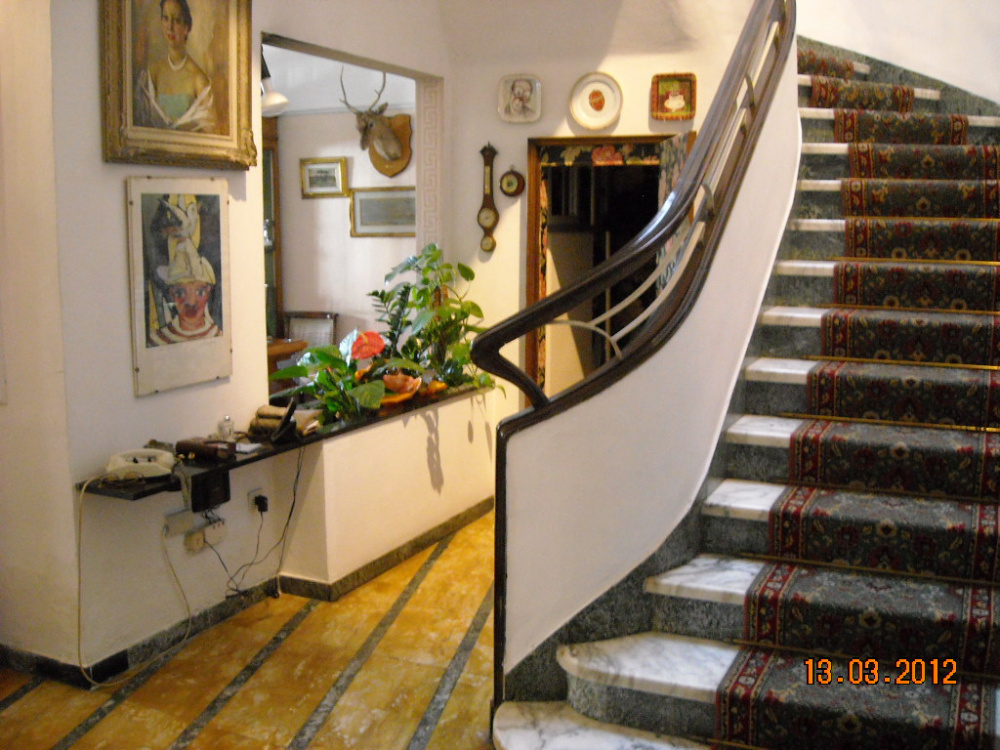 Villa d'epoca con giardino zona Marconi Livorno