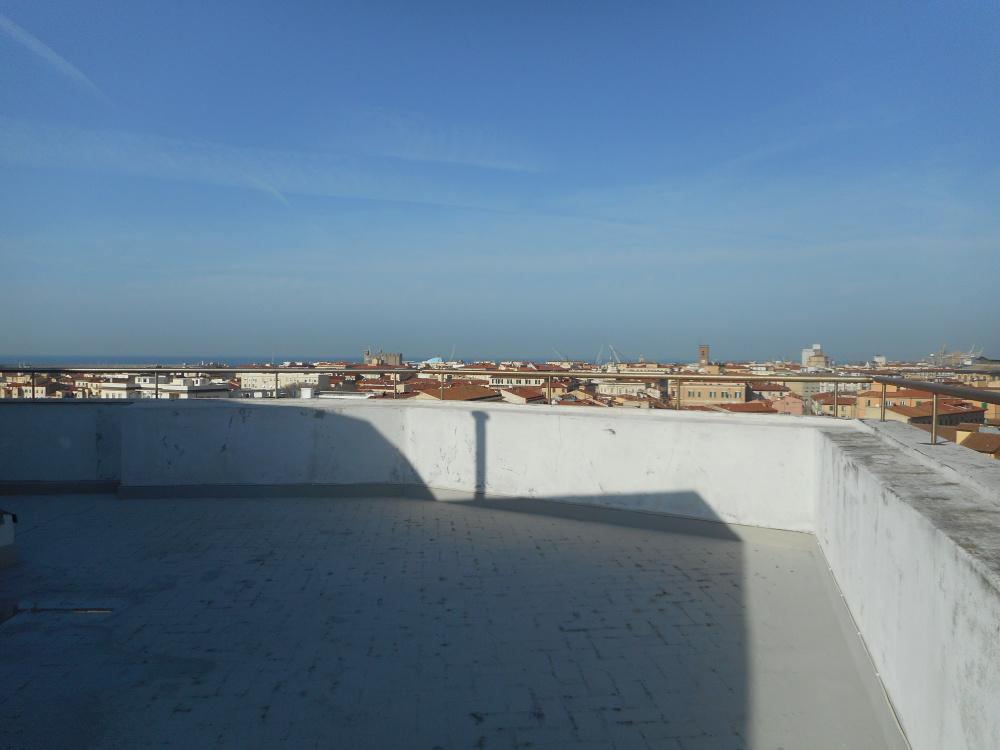 terrazza Attico zona centro con tre terrazze abitabile in vendita a Livorno