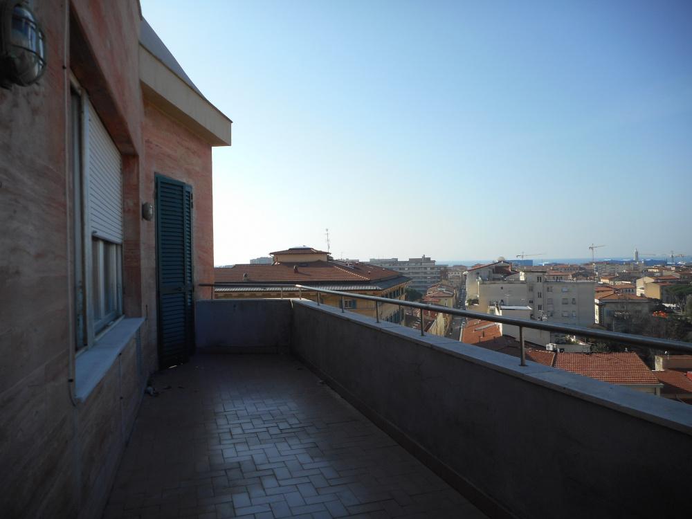 terrazza al piano di Attico zona centro con tre terrazze abitabile in vendita a Livorno