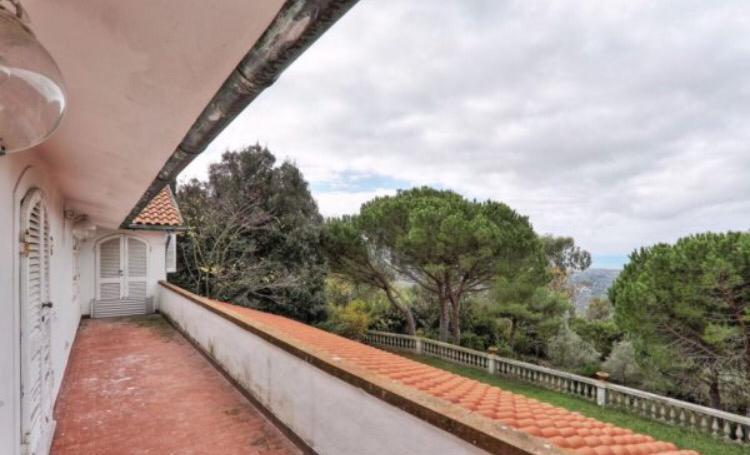 balcone panoramico di Villa con vista mare Montenero Alto in vendita Livorno